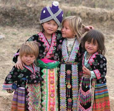 hmong_ny_girls_a3.jpg